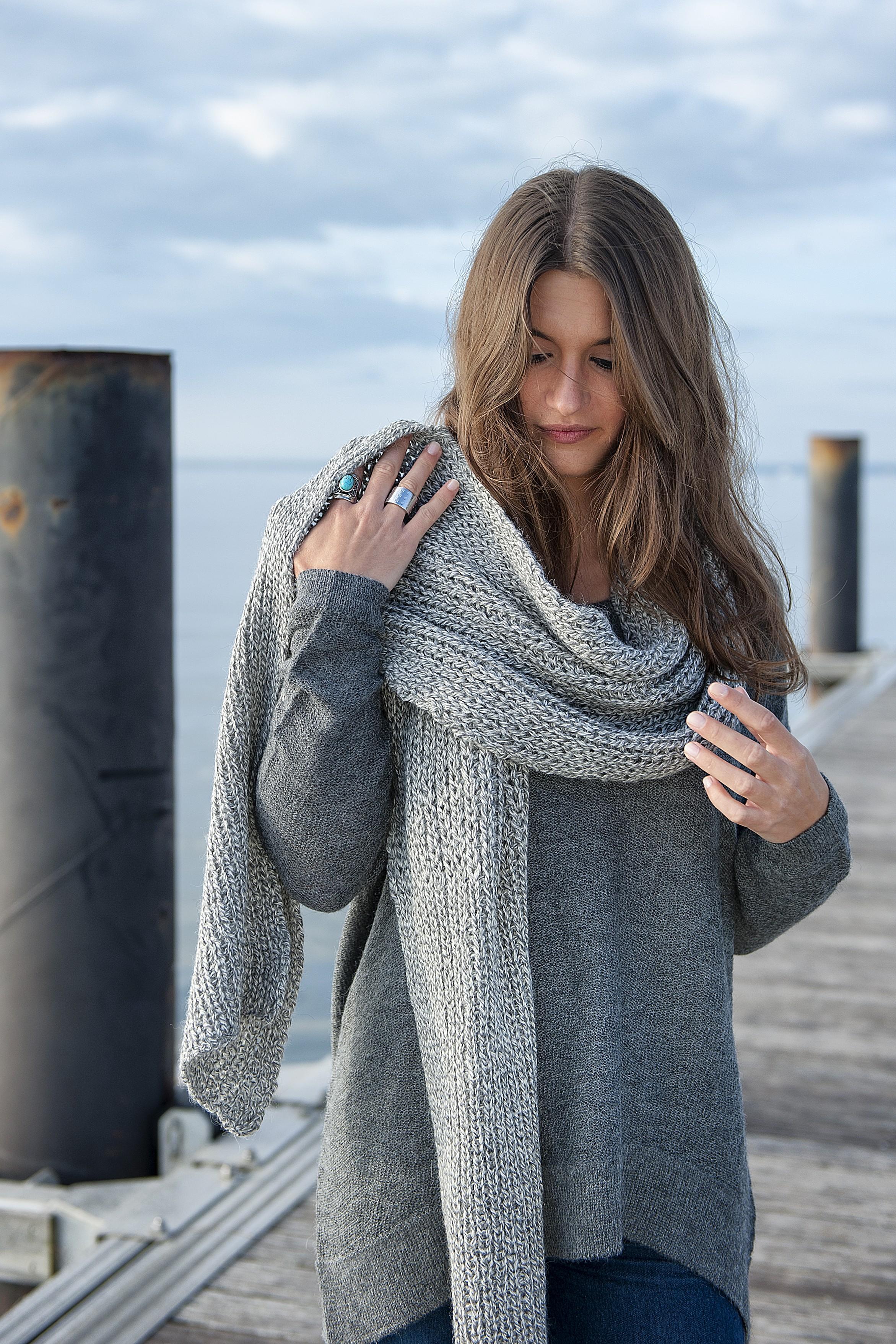 Grosse echarpe laine femme   Lafermemaillard 7ddc48c04b8